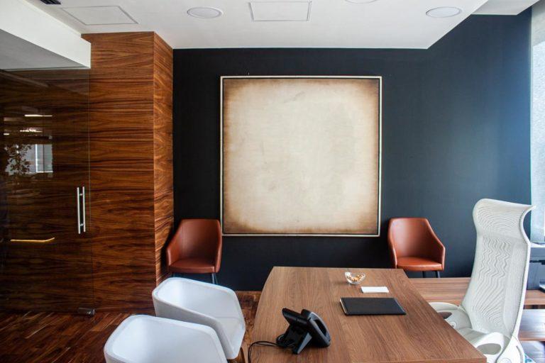 Jak można wygodnie wynająć biuro?