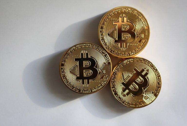 Na jakich warunkach inwestować w alternatywne waluty?