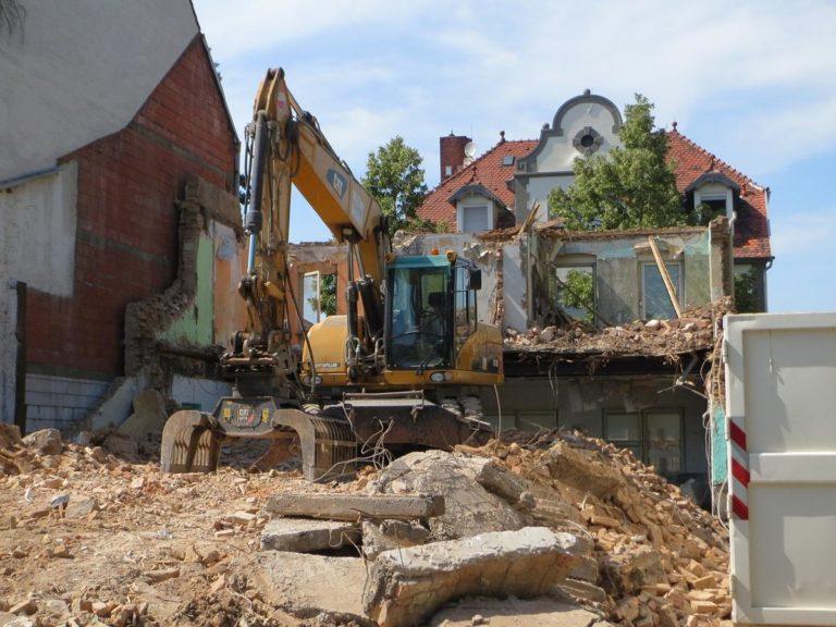 Kiedy wykonywane są rozbiórki kamienic?